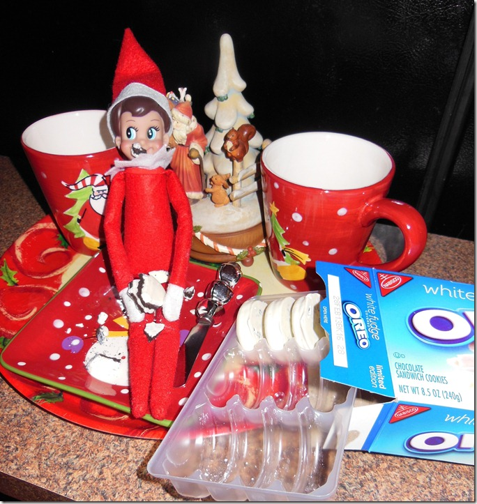 Elf Eats Oreos